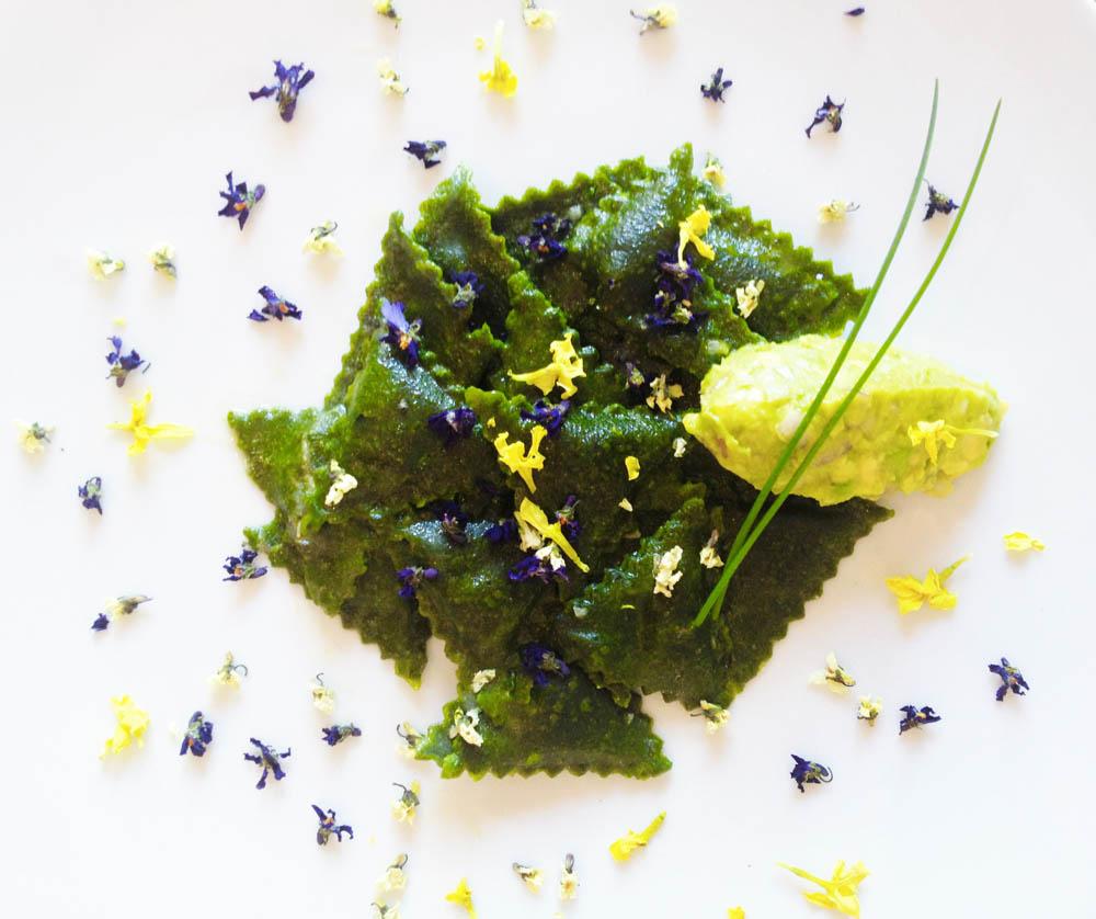 ravioli-di-spinaci-con-ripieno-di-cagliata-di-mandorle-affumicata-1