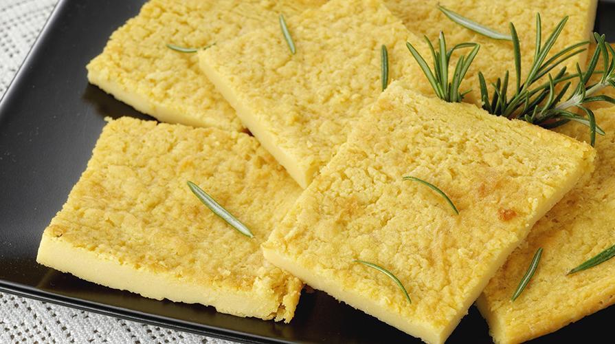La farinata detta anche cecina perché preparata con farina di ceci