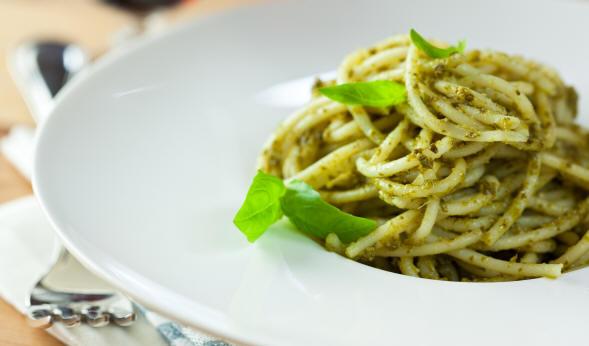 La pasta al pesto è tra i piatti liguri più conosciuti al mondo