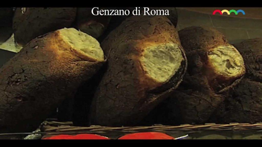 """La """"Baciatura"""" del pane di Genzano"""