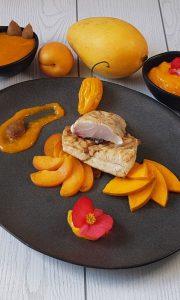 Orata con salsa al mango, fatalii e albicocche