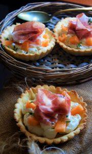 Crostatine salate con prosciutto